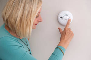 lady-using-carbon-monoxide-dector